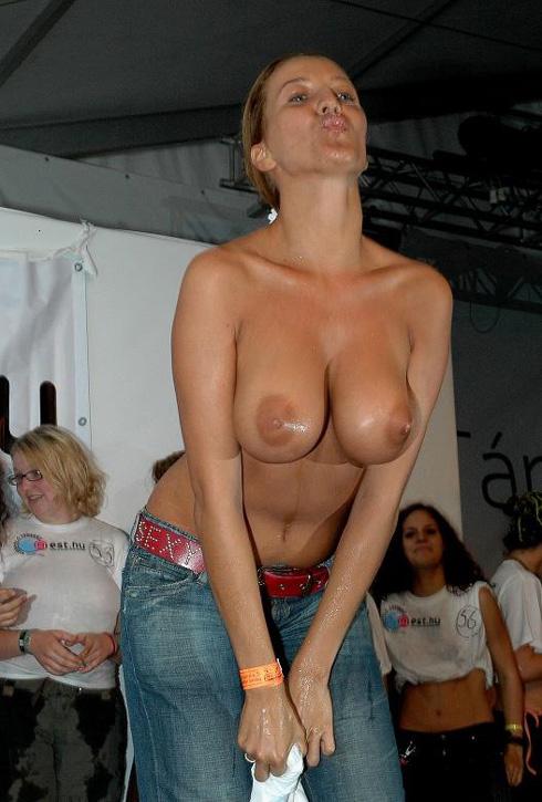 Lesbians Tribbing Wet Panties