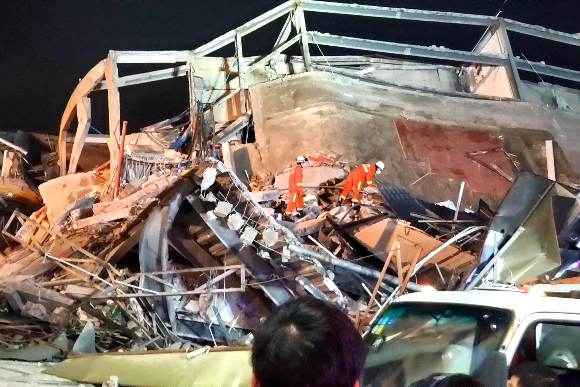 10 Dead at Collapsed Chinese Coronavirus Quarantine Hotel