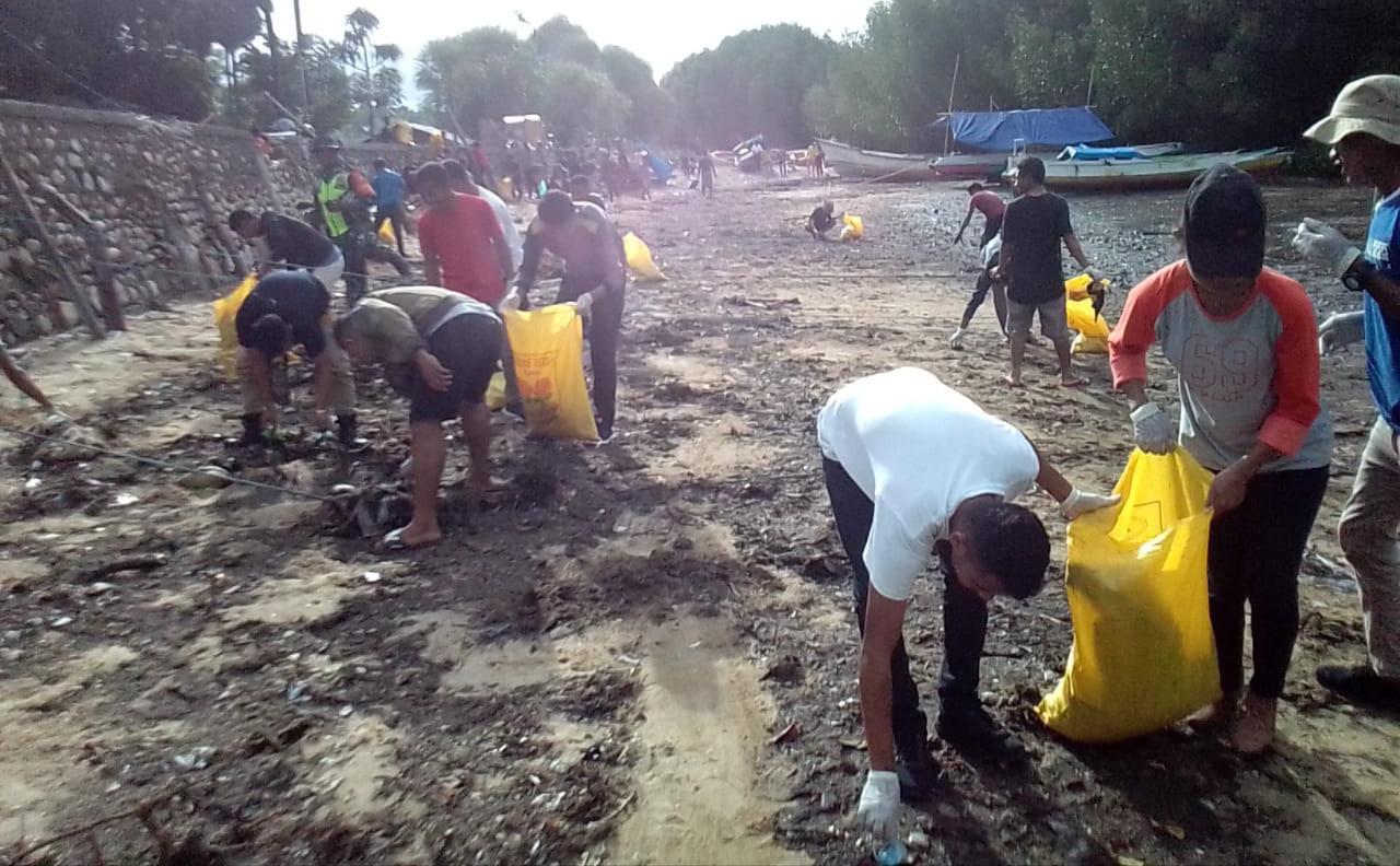 Meski Kadis Kebersihan Tidak Hadir, JM NTT tetap Pungut Sampah