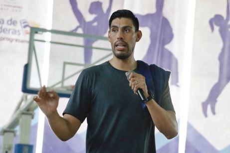 GUSTAVO AYON INSPIRA NIÑOS Y JOVENES (10)