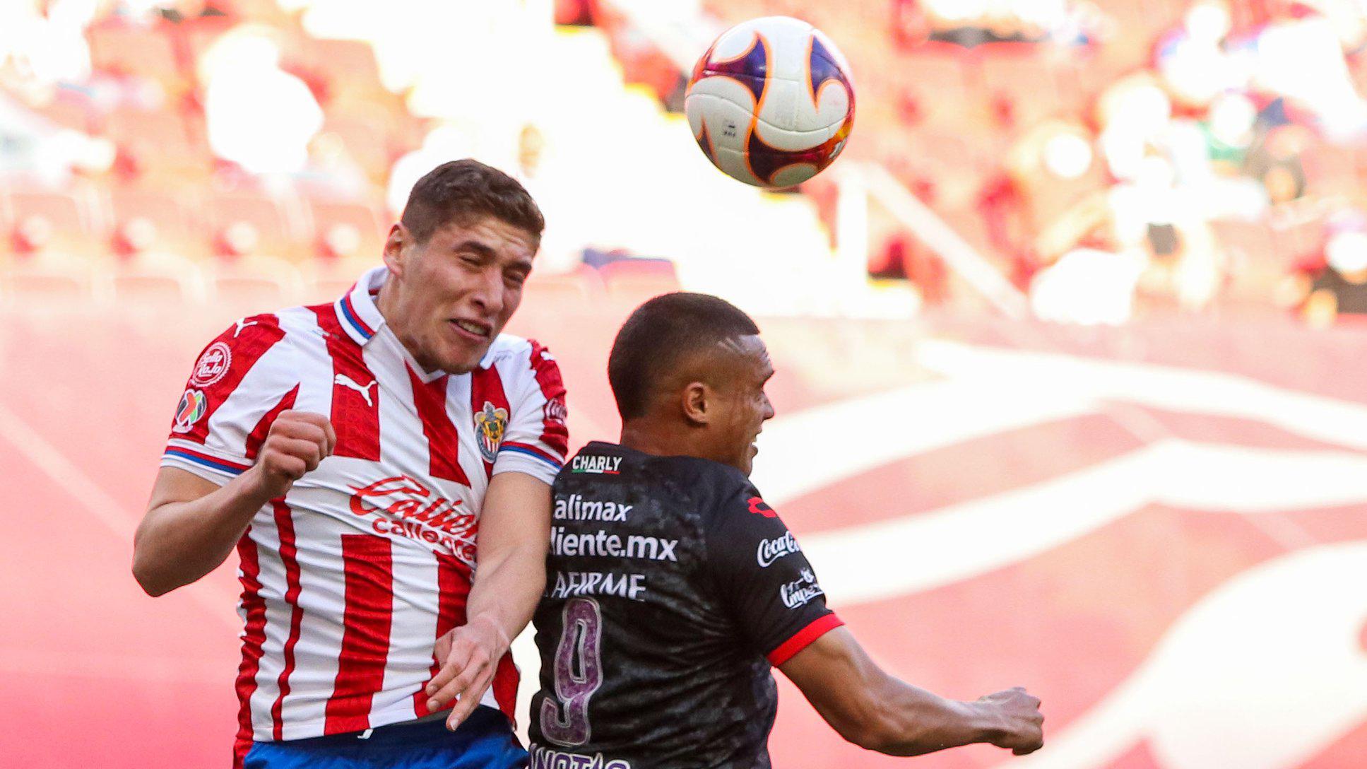 Ganan las Chivas a Tijuana y nayarita Luis Olivas juega los 90 minutos