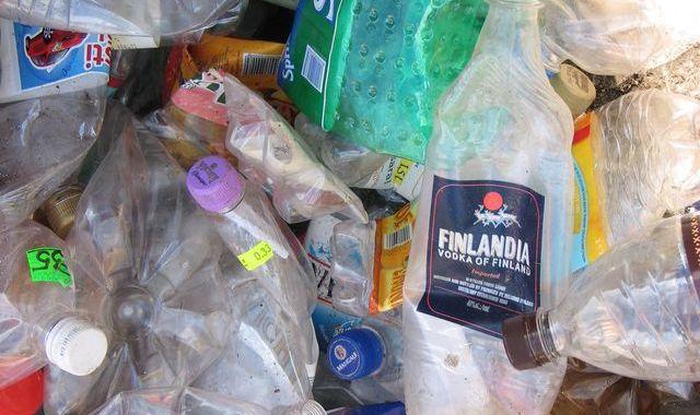 Akcijā «Šķiro plastmasu un laimē» savākti 300 kg pudeļu