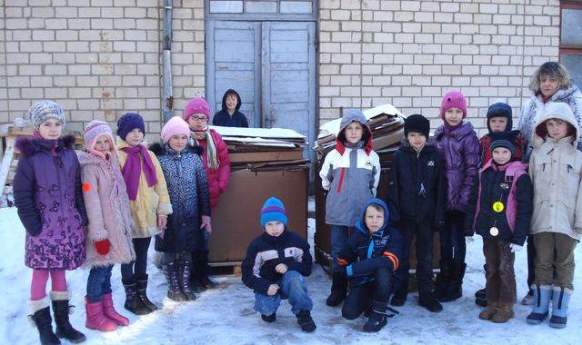 Jaunpils bērni piedalās makulatūras vākšanas konkursā