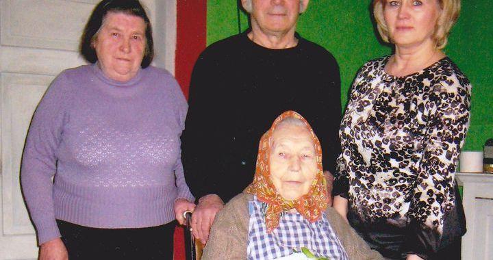 Kandavas novadā dzīvojošā Ieva Bunģe svin savu 105. dzimšanas dienu!