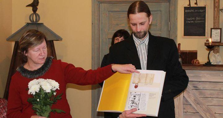 Agra Dzeņa grāmatas «Kuršu ķoniņi un citi lēņavīri Rietumlatvijā» atvēršana /FOTO/
