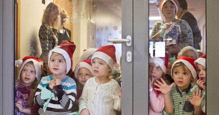Bērnudārzs «Karlsons» dāvā prieku Lauktehnikas senioriem /FOTO/