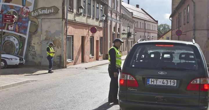 Policijas reidā: autobraucēji pārsniedz ātrumu /FOTO/