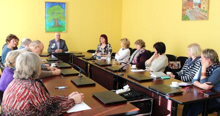 Kandavā diskutē par biedrību iespējām tikt pie naudas