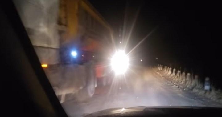Cēres ceļu grantsvedēji bojā nakts stundās /aculiecinieka VIDEO/