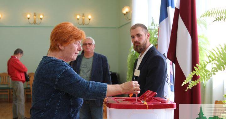 Engurē un Lapmežciemā balso par jau zināmiem politiķiem