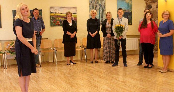 Milzkalnes tautas namā atklāta Daces Majevskas gleznu izstāde