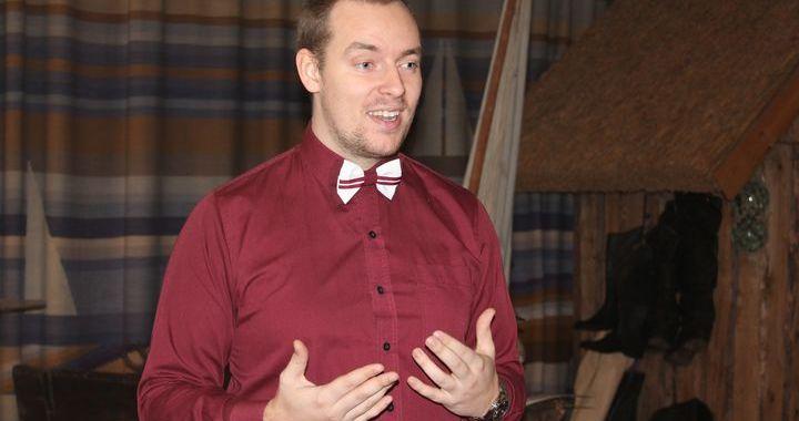 Vēsturnieks Kristaps Pildiņš izglīto lapmežciemniekus par Latvijas Brīvības cīņām