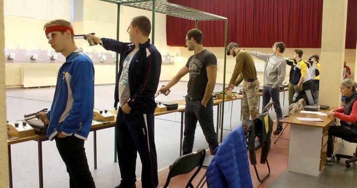 Tukumā notikusi Latvijas kausa izcīņa šaušanā ar pneimatiskajiem ieročiem
