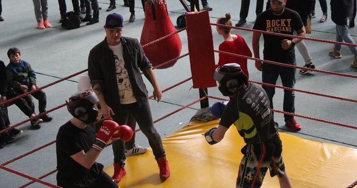 Tukumā vienlaikus aizvadītas spēka sporta sacensības un boksa mači /FOTO
