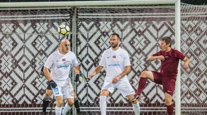 Tukumnieki labdarībai veltītā futbola spēlē