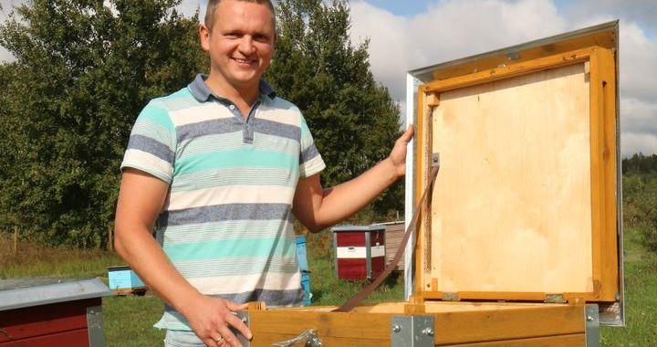 «Gada jaunais biškopis» – novadnieks Edgars Šneiders