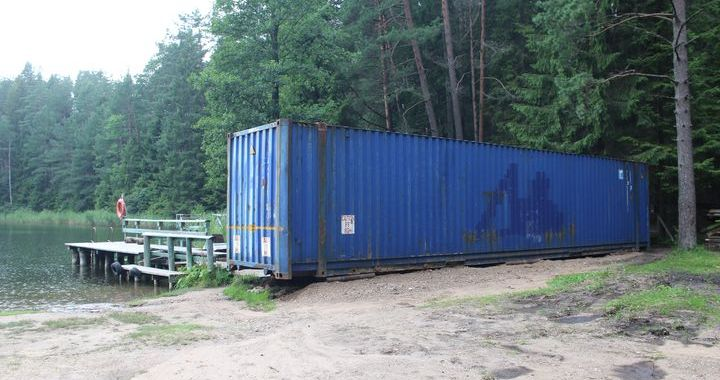 Kāpēc pie Melnezera zils konteiners?