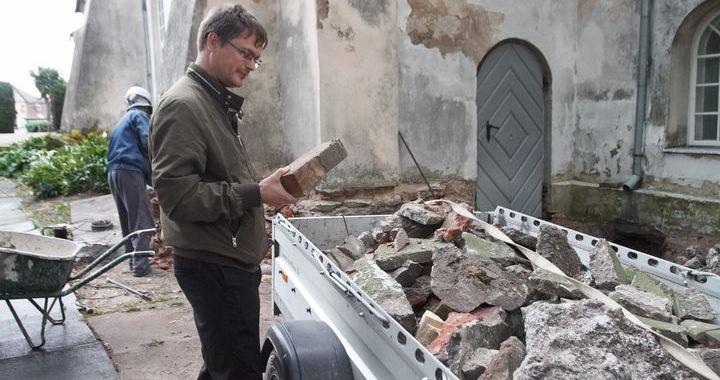 Uzsākta Tukuma baznīcas pamatu atjaunošana