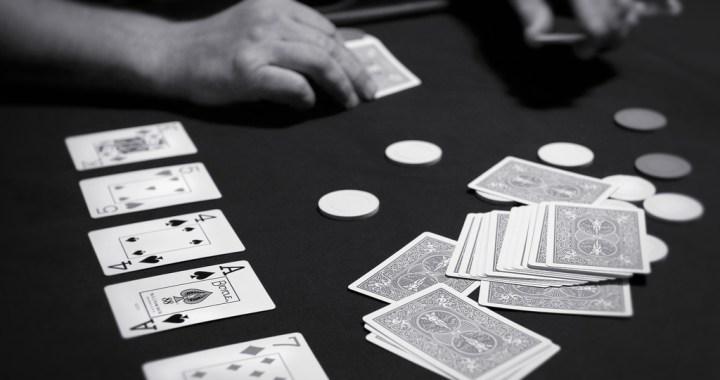 Vai ar tiešsaistes pokeru var nopelnīt?