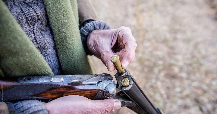 Kriminālvajāšanai nodota lieta par šaujamieroča nolaupīšanu Kandavas novadā