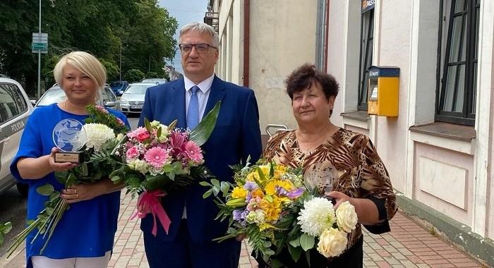 Regīna Atligina un Vija Ūze – labākās pasta darbinieces Kurzemes reģionā