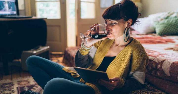 Alkoholisko dzērienu mazumtirdzniecība būs atļauta arī internetā