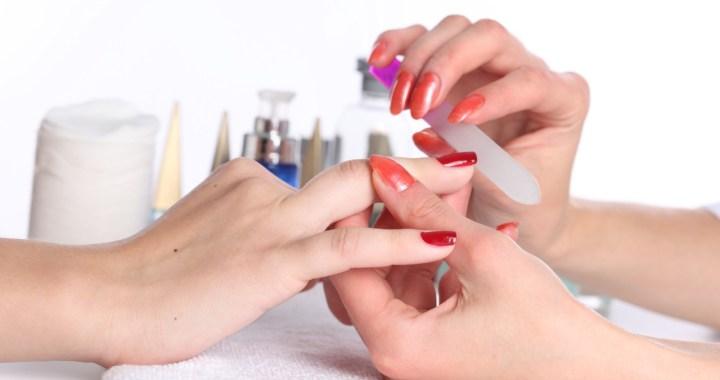 Valdība konceptuāli vienojas atļaut mazo veikalu darbību un friziera, manikīra un pedikīra pakalpojumu drošu sniegšanu