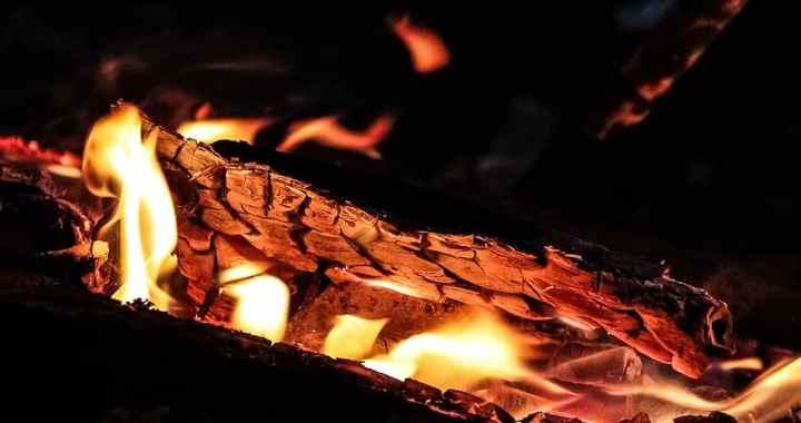 Naktī Lapmežciemā izcēlies ugunsgrēks dzīvojamās mājas kurtuvē