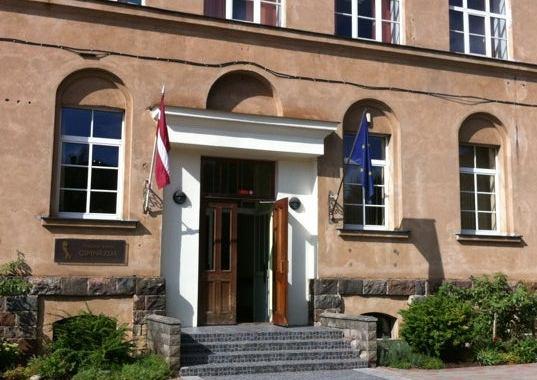 27. maijā Ministru kabinets lems par Valsts ģimnāzijas statusa piešķiršanu Tukuma Raiņa ģimnāzijai