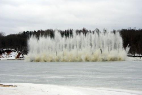 Rīt spridzinās ledu Ogres upē