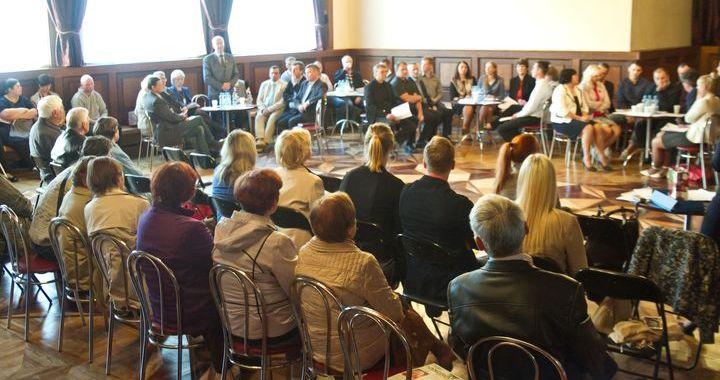 Priekšvēlēšanu politiskā diskusija Kandavā /video/