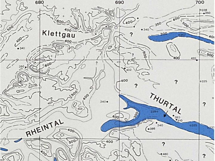 Abbildung 2: Ausschnitt aus der Felsoberflächenkarte aus dem Jahr 1984. Im Thurtal lag damals der tiefste bekannte Punkt (d.h. die tiefste Gletschererosion) auf 239 m über Meer (Wildi 1984). Nach einer neueren Kompilation (Von Moos 2008) erreichten die Gletscher Tiefen unterhalb der Kote 75 m; die Eintiefung durch Glazialerosion wäre damit eindeutig grösser.