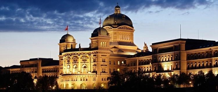 Ohne ein starkes Engagement des Bundes und der Kantone welche die AKW`s besitzen, ist die Umsetzung der nuklearen  Entsorgung nicht machbar. (Bundeshaus in Bern, www.Bern.com)