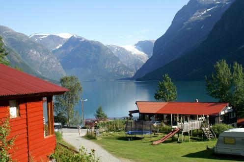 Figur 8: Norwegischer Fjord, durch Gletscher eingetieft in Granite und Gneise