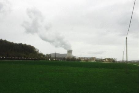 Trübe Aussichten für die Atomindustrie: Blick auf den Meiler in Leibstadt (CH) von Osten.