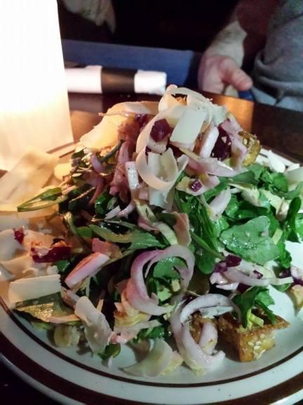 Salade d'endives, bettraves, cresson et chip de bagels