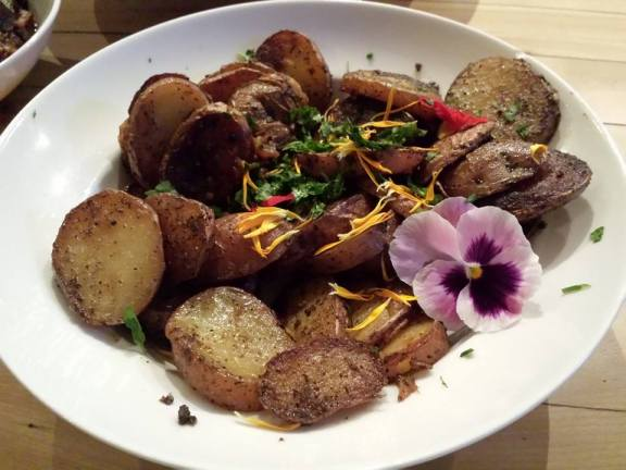 P.d.t, gros sel, paprika et fleurs comestibles