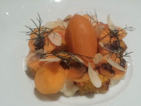 Gâteau aux carottes déconstruit avec du thym