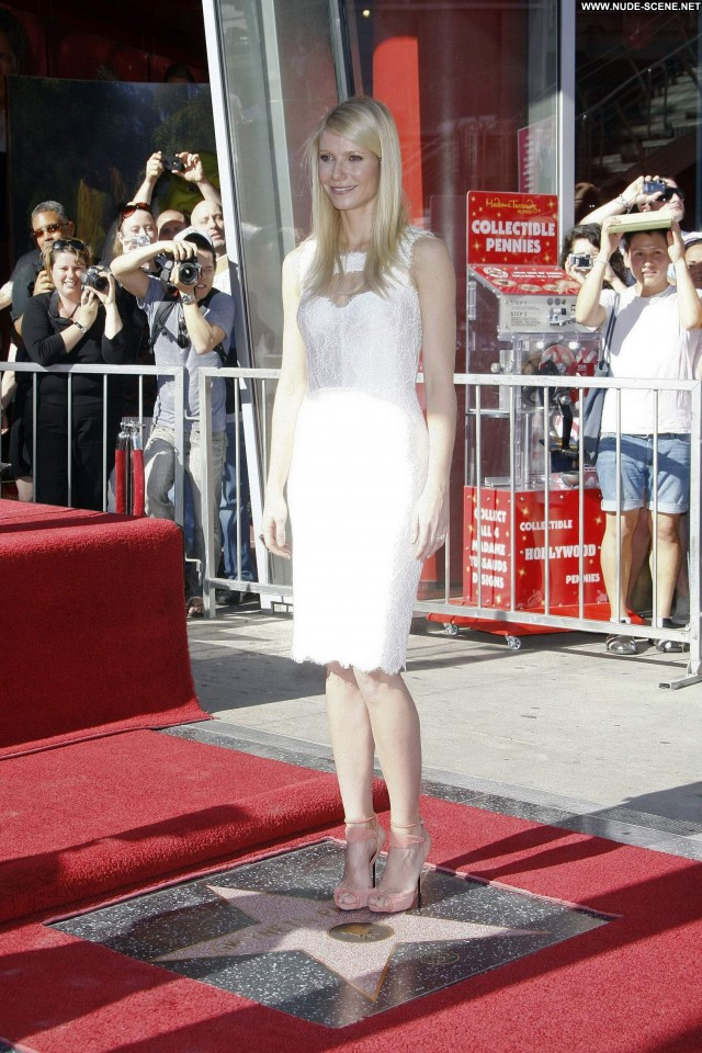 Gwyneth Paltrow Hollywood Walk Of Fame Babe High Resolution Posing