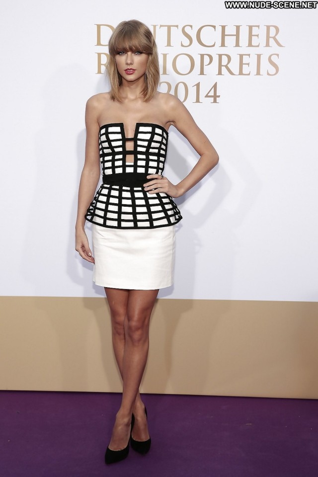 Taylor Swift Pictures Awards Close Up Babe Celebrity