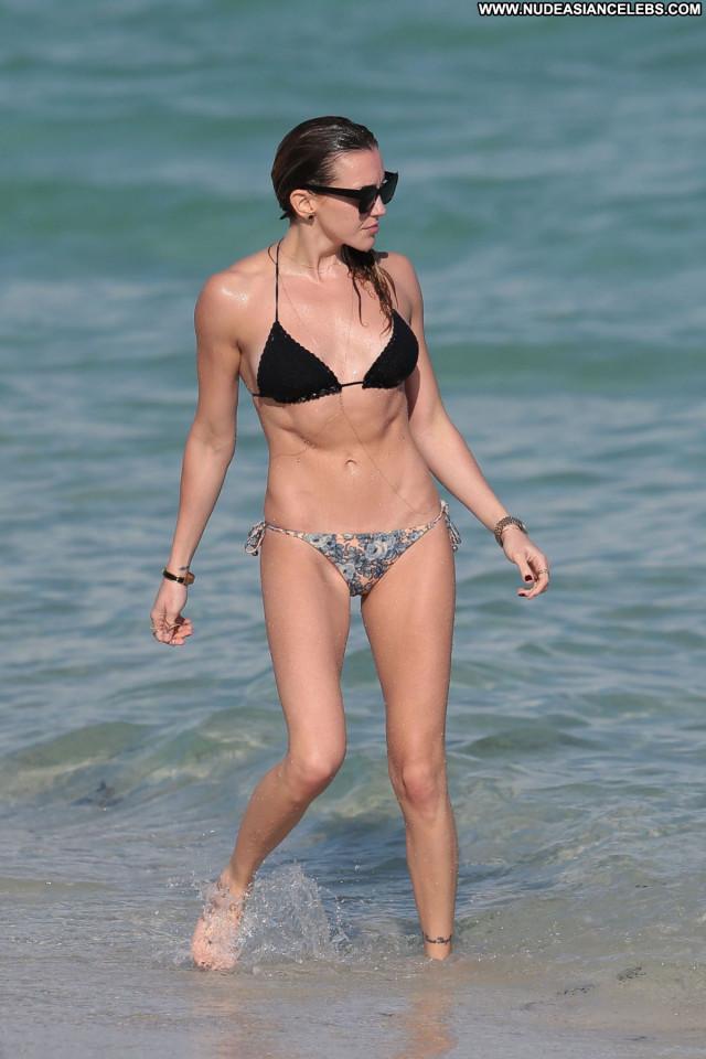 Katie Cassidy The Beach Beach Posing Hot Babe Celebrity Beautiful