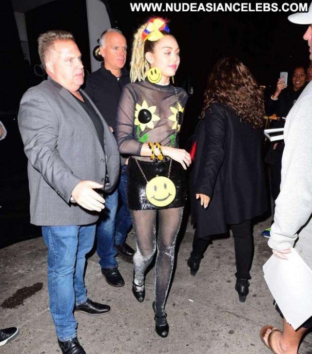 Miley Cyrus Nyc Beautiful Paparazzi Babe Posing Hot Celebrity Female