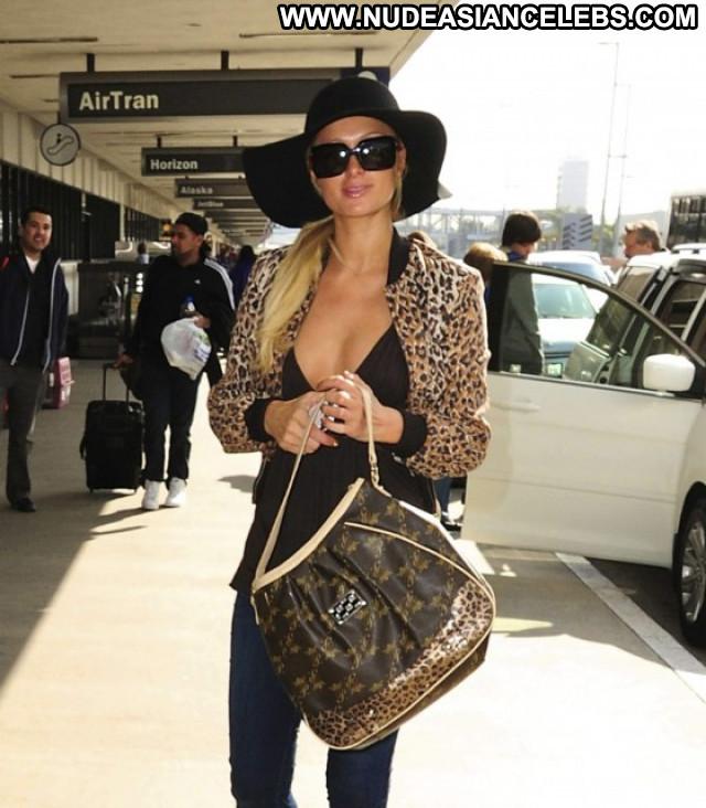 Paris Hilton Posing Hot Celebrity Candid Cleavage Candids Beautiful