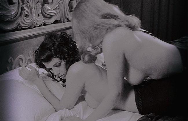 mia kirshner black and white nude lesbian scene