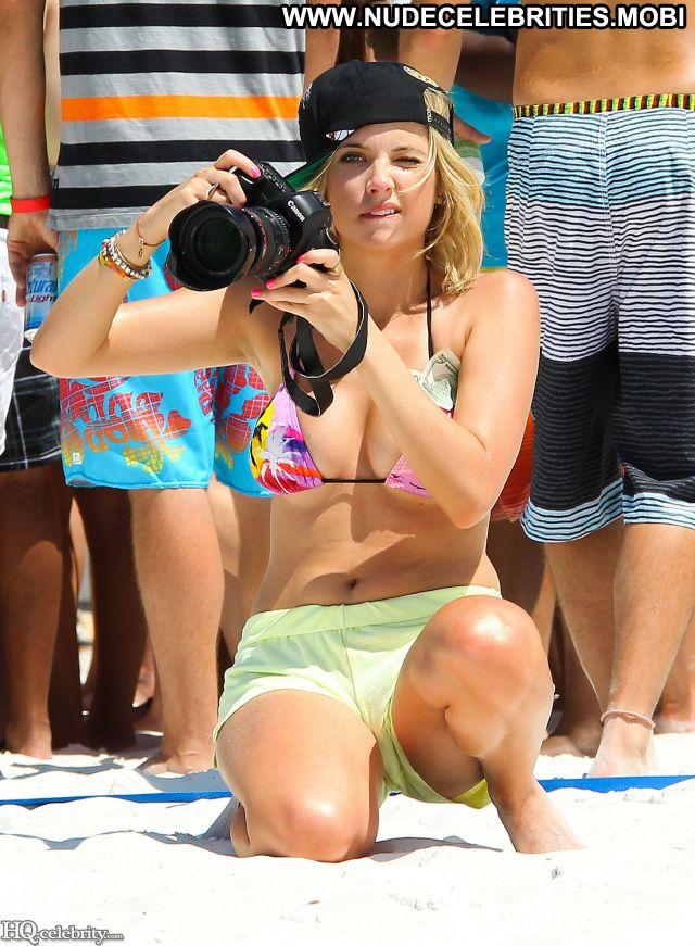 Selena Gomez Posing Hot Famous Babe Nude Scene Celebrity Nude