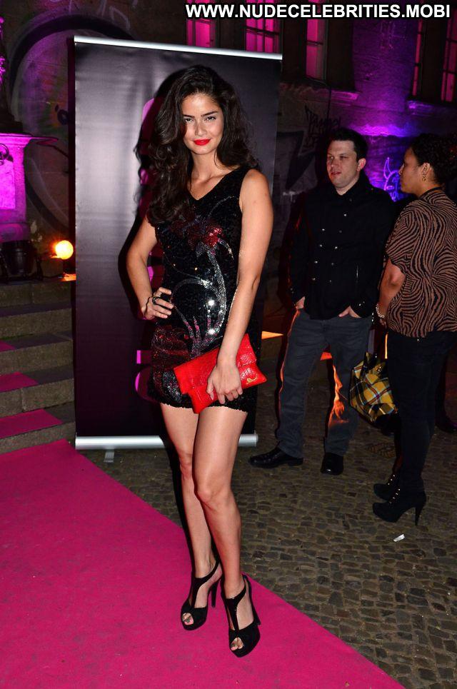Shermine Shahrivar Babe Cute Posing Hot Nude Scene Celebrity Hot