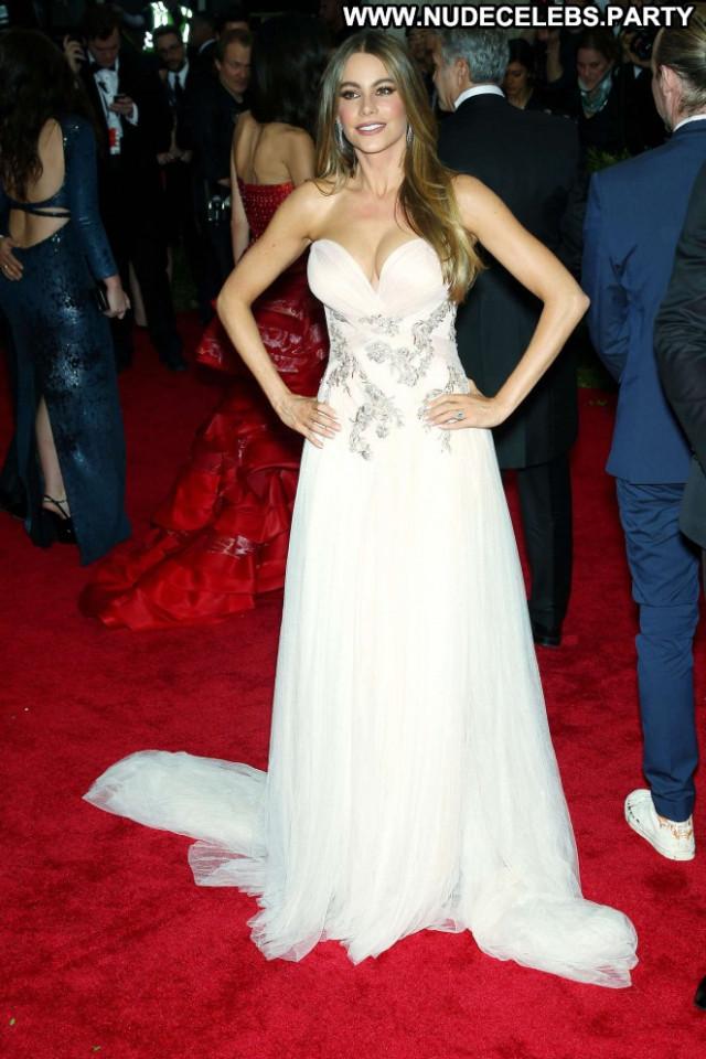 Sofia Vergara Posing Hot Celebrity Beautiful Babe Paparazzi Nyc Doll