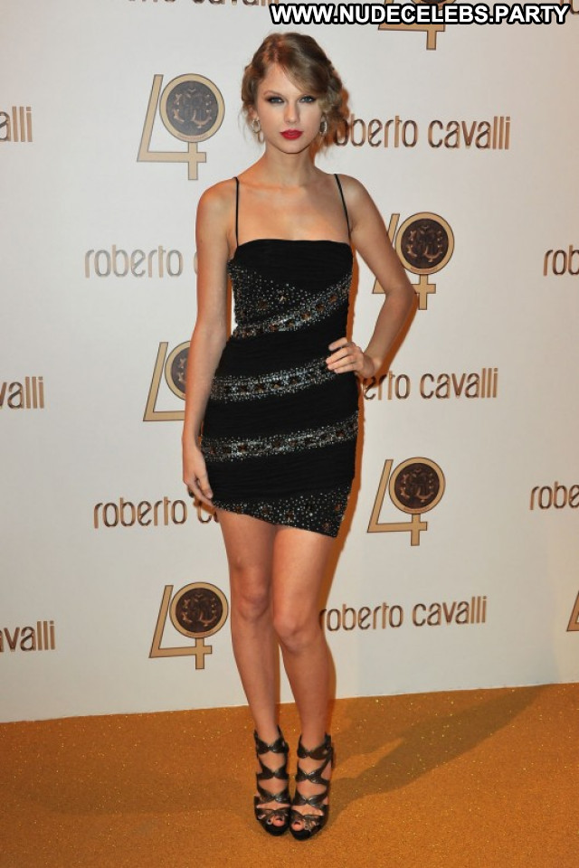 Taylor Swift Beautiful Fashion Party Posing Hot Paparazzi Paris