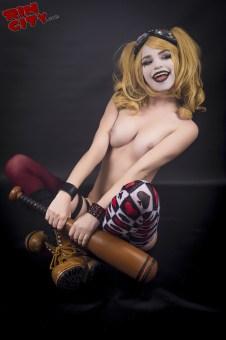 Harley-Quinn-Nude-Rin-City-Cosplay-46-MsZUv5i