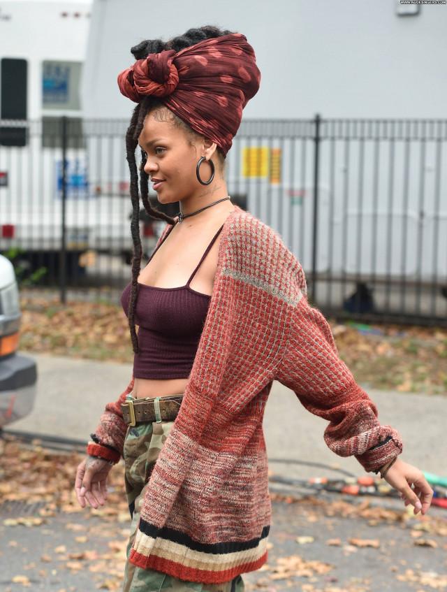 Rihanna Posing Hot Fashion Celebrity Singer Bra Beautiful Pokies Babe